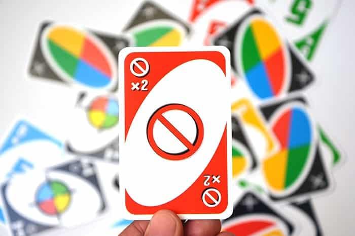 Các chơi bài UNO - Lá Skip Cards